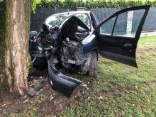 Nie żyje kierowca, który w niedzielne południe wjechał w drzewo w Opolu