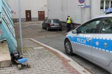 Wypadek na Placu Piłsudskiego. Jadący na deskorolce elektrycznej wpadł pod Audi