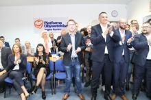 Radość w biurze KO. Sondażowe wyniki wyborów dają nadzieję na odsunięcie PiS od władzy