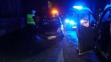 Niebezpiecznie na drogach. W Kotorzu Małym kobieta wjechała w drzewo
