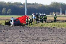 Suchy Bór: Kierowca zginął wjeżdżając pod pociąg. Utrudnienia potrwają do odwołania
