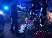 Policjanci z Namysłowa uratowali życie niepełnosprawnej 80-latce wynosząc ją z płonącego domu
