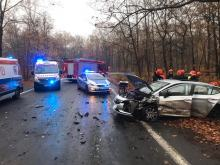 18-latek wpadł w poślizg. Dwie osoby ranne