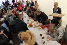 W Światowym Dniu Ubogich mieszkańcy zasiedli do wspólnego stolu