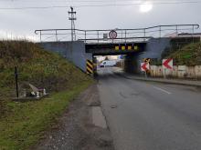 Wiadukt kolejowy nad Krapkowicką nadal czeka na remont