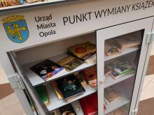 Poczytałbyś coś nowego? W Opolu powstają punkty wymiany książek. Jeden z nich w Karolince