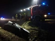 Pracowity dzień dla opolskich strażaków. BMW wypadło z drogi