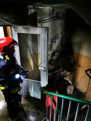Nocna akcja gaśnicza w bloku mieszkalnym w Opolu. Płonęły krzesła