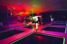 W piątki i soboty po godzinie 18.00 rusza tzw. <b>Fluo Party</b>