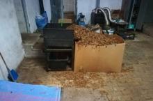 Nielegalna wytwórnia tytoniu ujawniona pod Nysą. Zabezpieczono pół tony krajanki tytoniowej