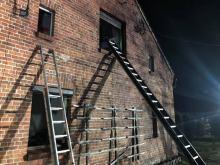 Szóstka dzieci uwięziona w płonącym budynku w Żędowicach. Zatrzymano podpalacza