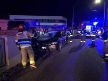 Samochód stał na światłach awaryjnych, strażacy wezwani do pożaru auta