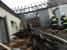 Akcja gaśnicza w Boguszycach. Płonął budynek gospodarczy