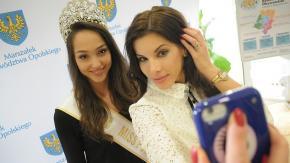 Marszałek Województwa Opolskiego osobiście pogratulował Kamili Świerc tytułu Miss.