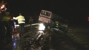 Strzelce Opolskie: Silny wiatr zepchnął autobus do rowu