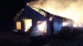 15 zastępów straży walczyło z pożarem stodoły w Krzywiczynach