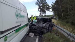 Wierzbięcice - Niwnica: 19-letni kierowca zderzył się z ciężarówką, nie udało się go uratować