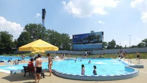 """Basen letni """"Błękitna Fala"""" otwarty od 22 czerwca. Młodzież do 18-tki wejdzie tego dnia za darmo!"""
