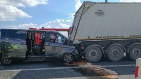 Dwie ciężarówki i bus zderzyły się na 204 km autostrady. Droga jest już przejezdna