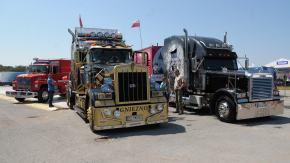 Na lotnisko do Polskiej Nowej Wsi zjechały ciężarówki z całej Europy