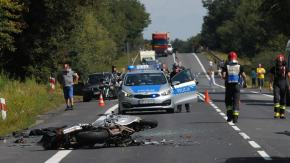 Motocyklista ranny w sobotnim wypadku okazał się poszukiwany listem gończym