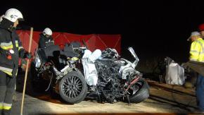 Tragiczne zderzenie BMW z ciężarówką. Nie żyją dwie osoby