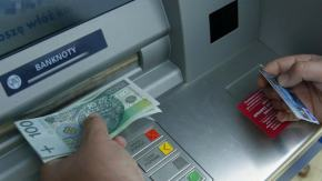 Podłożyli materiał wybuchowy pod bankomat. Szuka ich policja