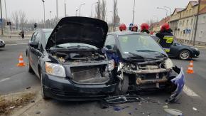 Zderzenie pojazd�w na ulicy Oleskiej w Opolu