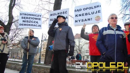 Pikietowali pod sądem, żądają wolności słowa