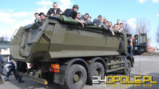 Żołnierze zapraszają do koszar