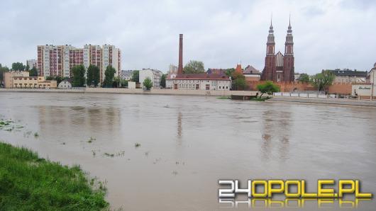 W Opolu woda wciąż wzbiera