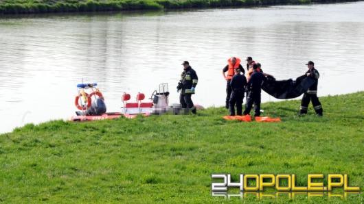 Strażacy wyłowili z wody topielca