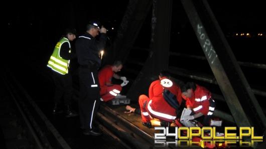 Młody mężczyzna został potrącony przez pociąg