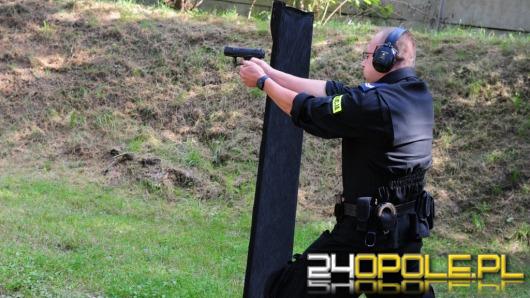 Sprawdzian służb mundurowych na strzelnicy