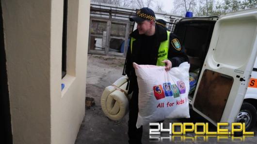 Strażnicy miejscy i uczniowie pomagają opolskiemu schronisku
