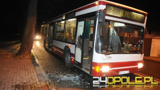 Kierowca autobusu kontra agresywni pasażerowie