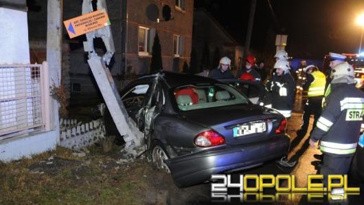 Pijany kierowca wjechał w słup, mieszkańcy ul. Grudzickiej bez prądu