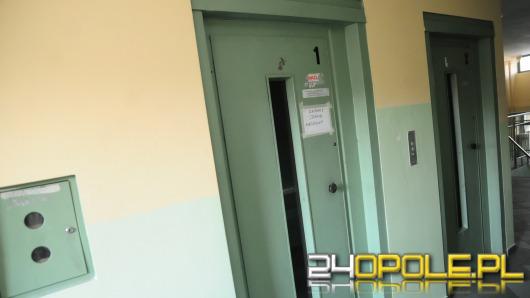 Niesprawna winda zmiażdżyła nogi kobiecie