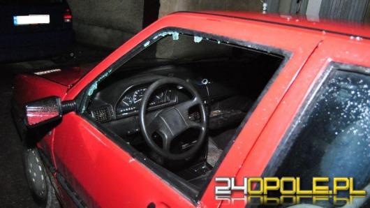 Złodzieje okradli samochody na Zaodrzu