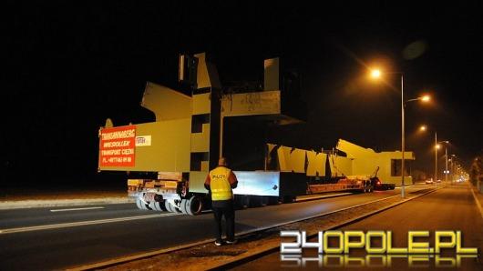 Przewozili ładunek o szerokości ponad 9 metrów