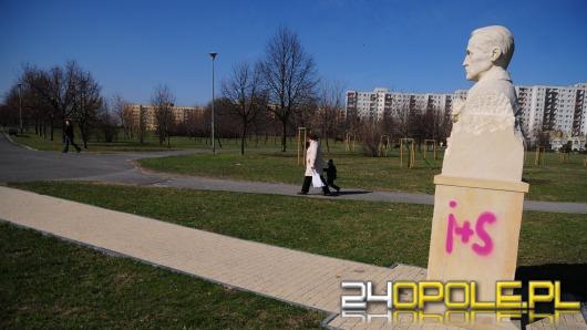Komu w Opolu przeszkadzają pomniki i informacja turystyczna?