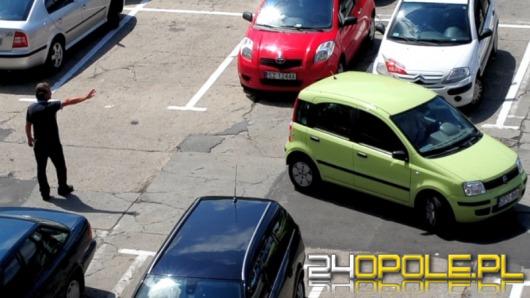 """""""Parkingowi"""" na Placu Kopernika - brzydka wizytówka Opola"""