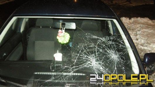 Podczas odśnieżania uszkodził 17 samochodów