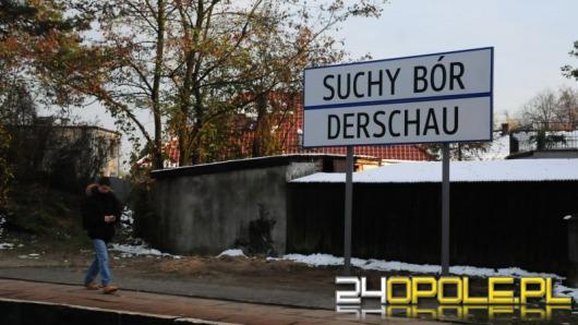 Dwujęzyczne tablice stanęły na dworcach w gminie Chrząstowice