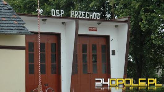 Gmina oszczędza na OSP. Wóz strażaków stoi w nieogrzewanym garażu z pustym zbiornikiem