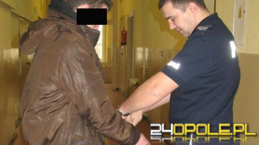 17-latek ukradł broń, kartę do bankomatu i plecak