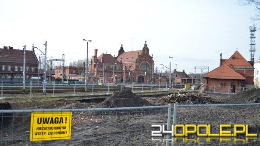 Zobacz, jak zmienia się opolski dworzec