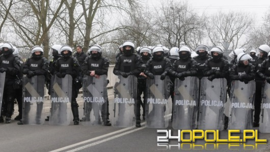 Mecz Chemika z Odrą bez incydentów. Porządku pilnowało kilkuset policjantów.