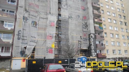 Azbest wciąż obecny na blokach z wielkiej płyty