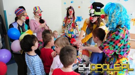 Fundacja Dr Clowna przekazała książki dla najmłodszych pacjentów szpitala